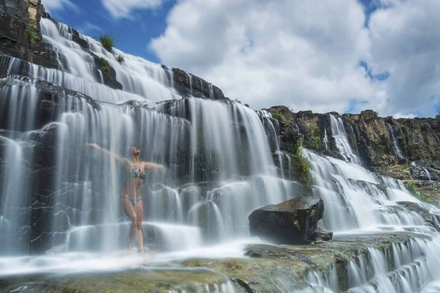 Tắm tại thác Pongour