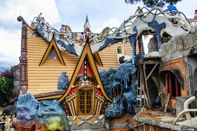 Ngôi nhà kỳ quái - biệt thự Hằng Nga