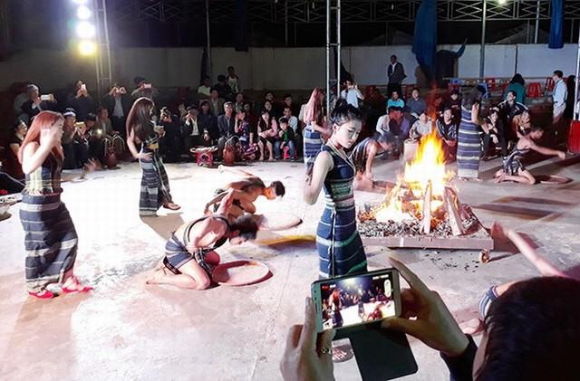 Điệu nhảy truyền thống của người dân tộc Lạch