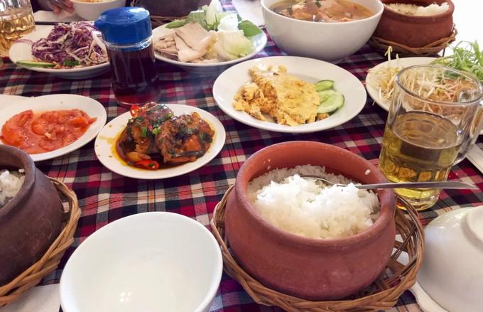 Lunch in Dalat - Nhu Ngoc clay pot rice in Dalat