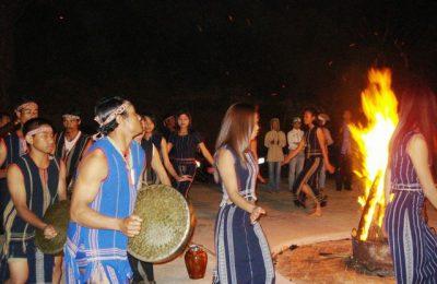Dalat Gong Show Tour in the evening