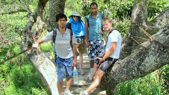 the guest of Heavean Gate trekking tour